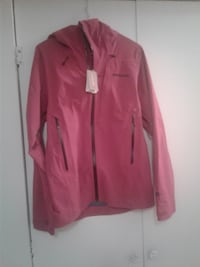 Patagonia woman's galvanized jackets in craft pink Vancouver