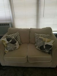 brown fabric loveseat with throw pillows Saint Cloud, 34769