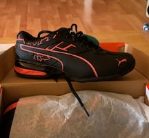 Woman's puma sneakers size 6