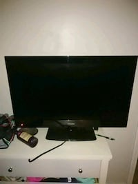black flat screen TV with remote Beaufort, 29906