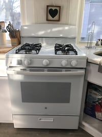 Nearly new gas oven  Albany, 12208