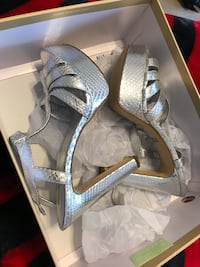 pair of gray leather pee-toe platform high-heeled sandals with box size 9/5 Micheal kors  Dacula, 30019