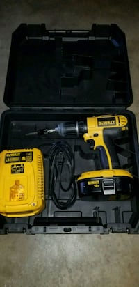 Dewalt drill with battery and charger Oxnard, 93036