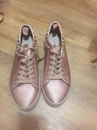 Cute Like New ladies shoes size 8 Burnaby, V5E