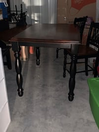 Hi-top Table with 4 chairs// can Be extended to fit 6 chairs Nashville, 37214