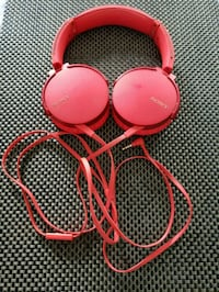 pink and black corded headphones