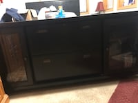 Beautiful Entertainment Stand with a lockable top drawer + 1 and also sliding doors 67x29 Council Bluffs, 51501