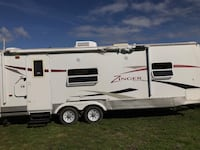2010 Zinger 25 ft camping trailer  St Catharines, L2M 7M9