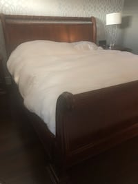 KING SIZE BEDROOM SET! All wood!! Who has the chance!! Laval, H7E 5L1