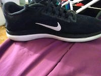 Size 6 black and white Nike running shoe Lubbock, 79410