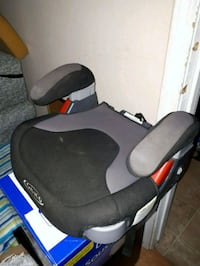 Indoor booster seat with dual cupholders Sooke, V9Z