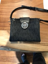 Michael Kors two zip cross body bag Hampstead, H3X 3Z9