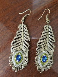 pair of gold-colored dangling earrings Lackawanna County, 18411