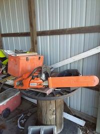 Chain saw with case Camdenton, 65020