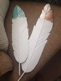 Long metal feathers Can be painted Two separate feathers Manassas