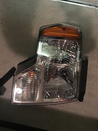 2013 Ford F-150 Front Passenger headlight 40 km