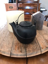 1800s Cast Iron Pot With Metal Handle Ashburn, 20147