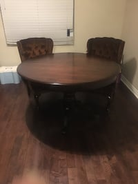 Gorgeous Dining Table Toronto, M6H 3Z8