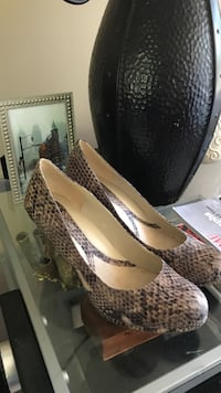 Naturalizer shoes. Size 7. Worn once.  New Westminster, V3L 1E3