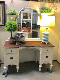 Antique Vanity with Mirror (Junk in the Trunk) Hull, 30646