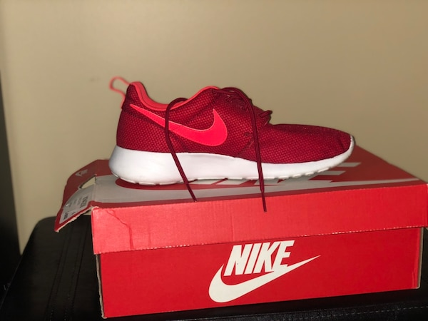 dfd80a1eb6de Used unpaired red Nike low-top sneaker with box for sale in Decatur - letgo