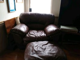 Chair and ottoman couch free?