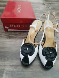 pair of white leather open-toe heels 1514 km