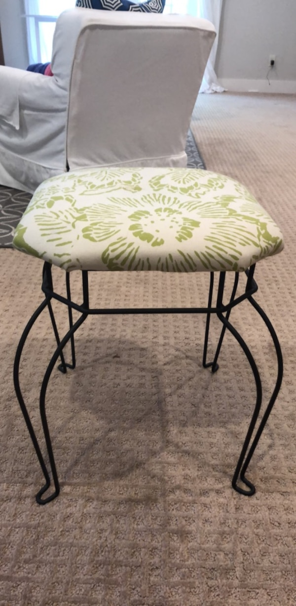 Pleasant Small Green And White Wire Foot Stool Squirreltailoven Fun Painted Chair Ideas Images Squirreltailovenorg