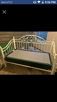 Ashley daybed with box spring Fort Collins, 80526