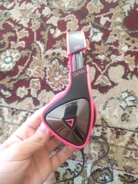 black and pink corded headset New Westminster, V3M