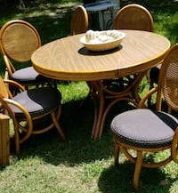 Table and 6 chairs  with leaf. 48x48 w/o the leaf. Tomball