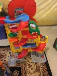 red, green, and yellow car racing tower rack toy Brantford, N3T 0G1