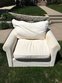Big white upholstered chair Minneapolis, 55410