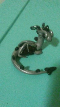 gray and black Dragon figurine