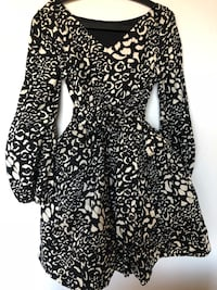 black and white floral long-sleeved dress 550 km