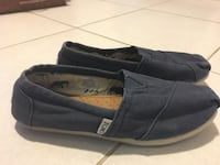 TOMS girls size 5, navy King, L7B 0C6