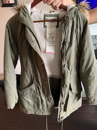 Women's parka size medium! Worn once! Burnaby, V5E 2H7