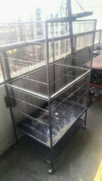 black metal folding dog crate Toronto, M4Y 2P1