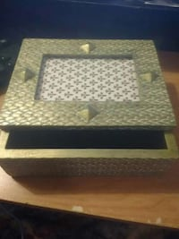 Heavy goldleaf picture jewelry box