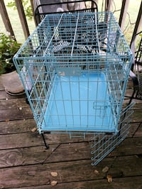 pet crate 23.5 in L. 19 in T. 17 in W. See descrip