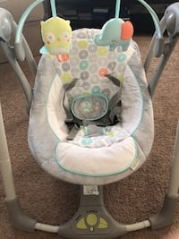 baby's gray and white bouncer null
