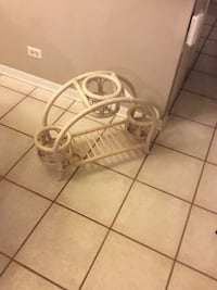 wicker plant stand Bolingbrook, 60440