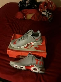 pair of white-and-red Nike basketball shoes Redding, 96001