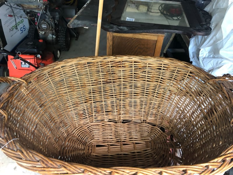 Oversized antique wicker basket cf9a570f-1a05-4b16-9736-6f5f3d493d37