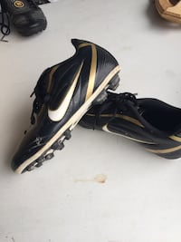 Youth size 2 Nike soccer cleats Montréal, H8N