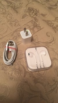 white Apple EarPods case and white 8 pin cable with adapter Montréal, H1E 4V3
