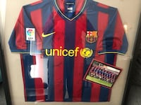 Auto graphed Barcelona jersey 09/10