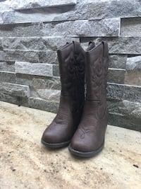 pair of brown leather boots New Tecumseth, L9R 0B3