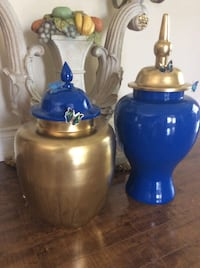 2 beautiful Urns Milton, L9T 8G1