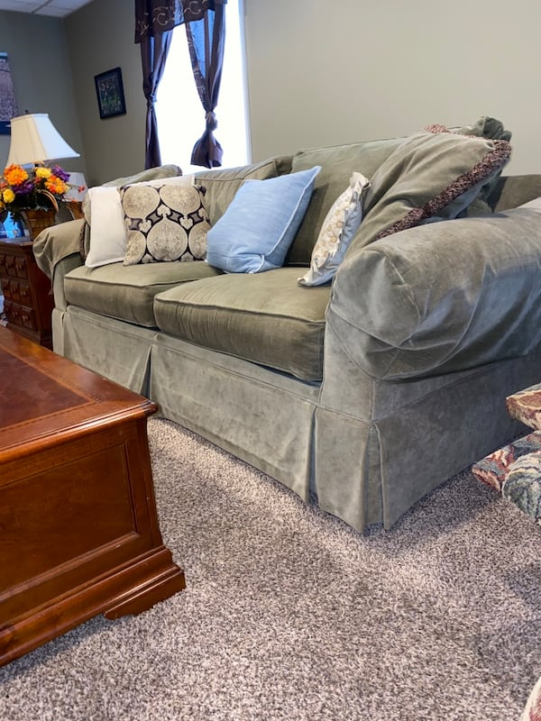 Full Living Room Set Minimally used Everything you see 3dc49a3b-6604-4918-a2f3-8a47d7770419